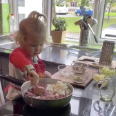 El bebé cocinero que se ha hecho viral en redes sociales