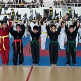 Regalan becas de taekwondo a niños de escasos recursos