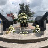 Entregan ofrenda floral a fallecidos por explosión de PEMEX