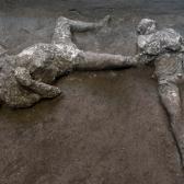 Descubren en Pompeya cuerpos de 2 hombres que murieron en la erupción del Vesubio en el año 79