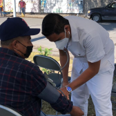 Estudiantes limpian canal Rodhe y ofrecen servicios médicos