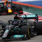 Hamilton gana increíble carrera en Rusia y llega a su victoria 100