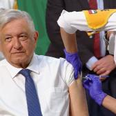 Recibe AMLO primera dosis de la vacuna AstraZeneca contra el COVID-19 en Palacio Nacional