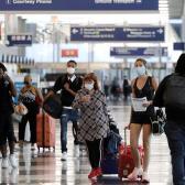 Visitantes extranjeros podrían requerir estar vacunados contra el COVID-19 para llegar a EEUU