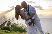 "Dwayne ""La Roca"" Johnson se casó en Hawaii con Lauren Hashian"
