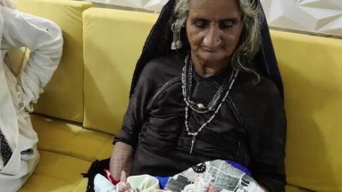 Mujer da a luz a su primer hijo a los 70 años