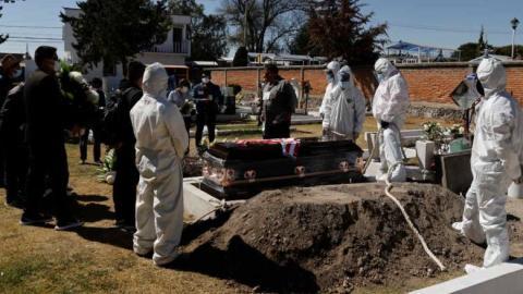 Inegi contradice a la Secretaría de Salud; reporta 45% más muertes por COVID-19 en 2020