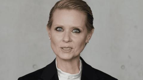 Cynthia Nixon narra impresionante video acerca de las presiones de ser mujer