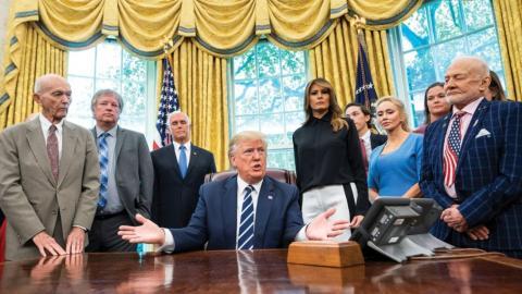 Trump recibe en la Casa Blanca a los integrantes del Apollo 11