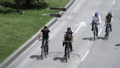 Ciclistas hacen un llamado para detener politica de permanecer en México