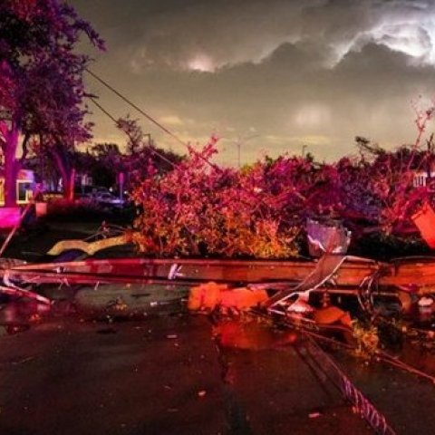 Tornado causa destrozos en Dallas