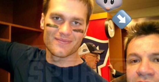 Foto complementaria de Revelan nombre del periodista mexicano que robó el jersey de Tom Brady