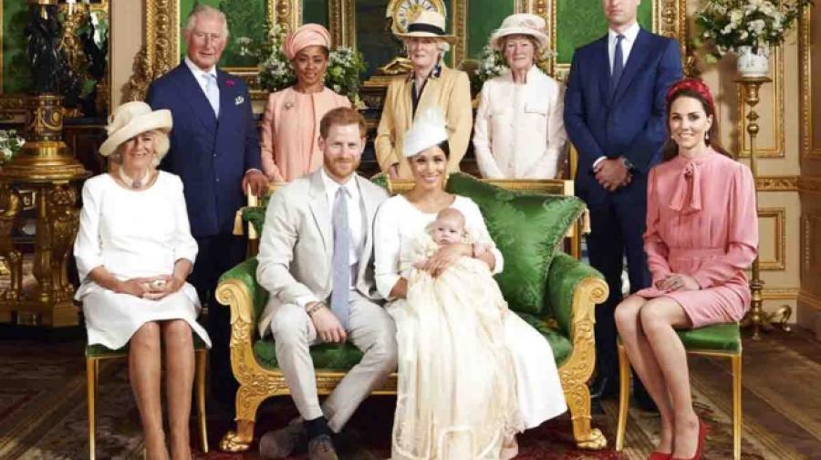Príncipe Harry y Meghan bautizan a su bebé en ceremonia secreta