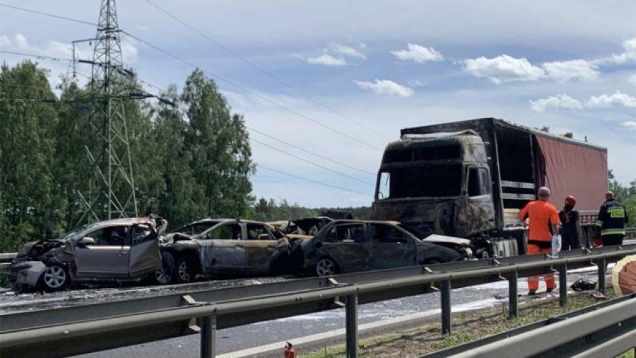Choque en autopista de Polonia deja 6 muertos