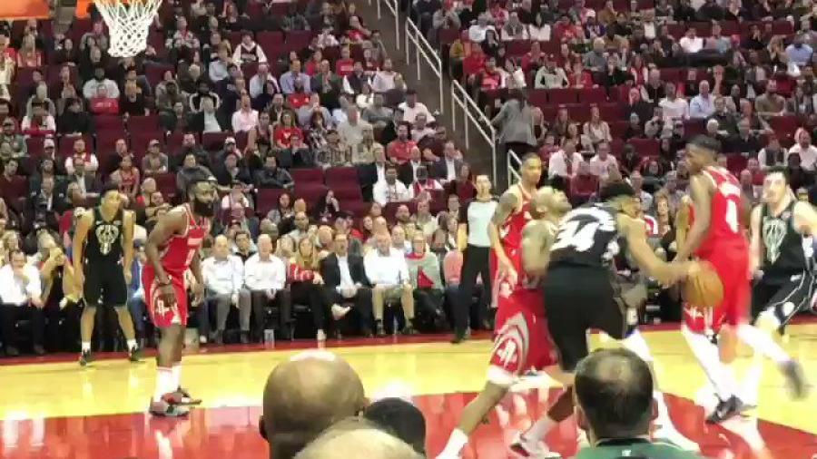 El balonazo que se llevó James Harden en la NBA