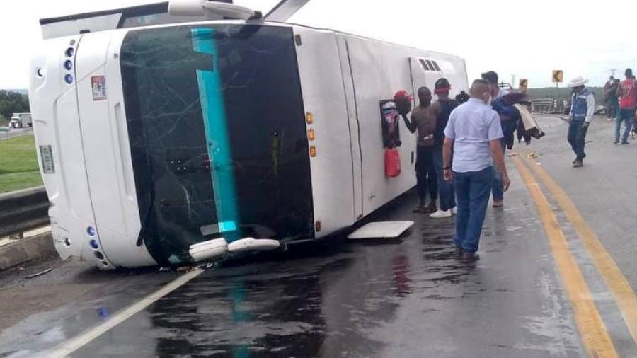 Se vuelca autobús con migrantes en carretera Tampico-Mante