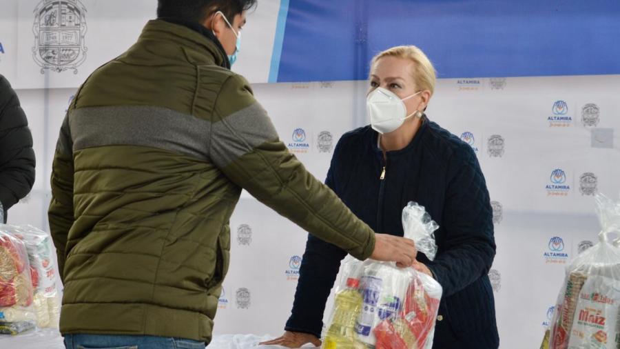Reactiva Alcaldesa entrega de apoyos alimenticios a población estudiantil