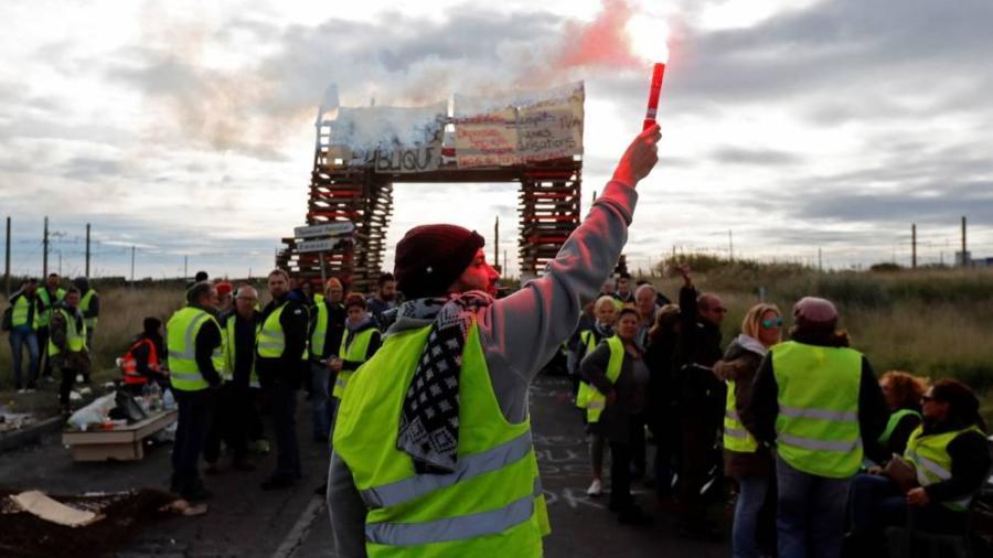 """Continúa a la baja la movilización de """"chalecos amarillos"""" en Francia"""