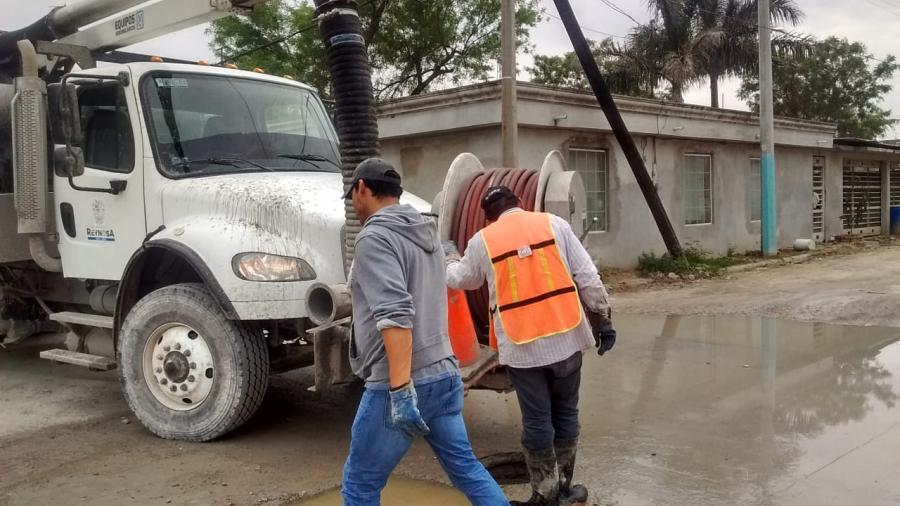 COMAPA limpia y sondea drenajes en la Juárez y Balcones de Alcalá