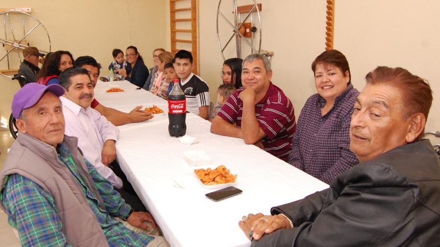 Convive Presidenta Del DIF con pacientes de la UBR