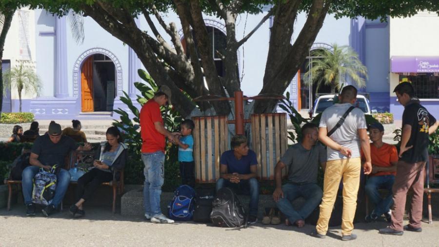 Continúan llegando migrantes a la frontera entre México y Guatemala