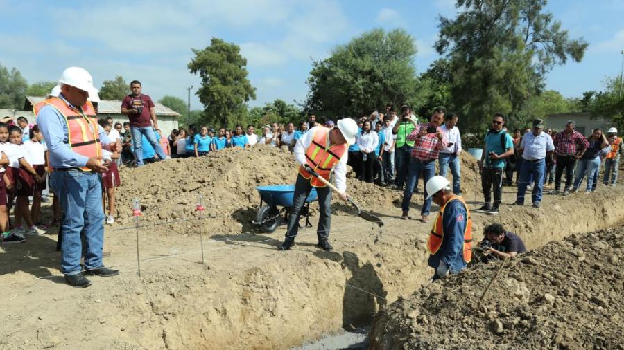 Acciona entrega apoyos a las comunidades aledañas al parque eólico San Carlos
