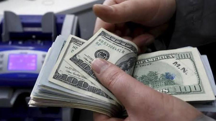 Dólar se cotiza en 19.70 pesos a la venta en el AICM