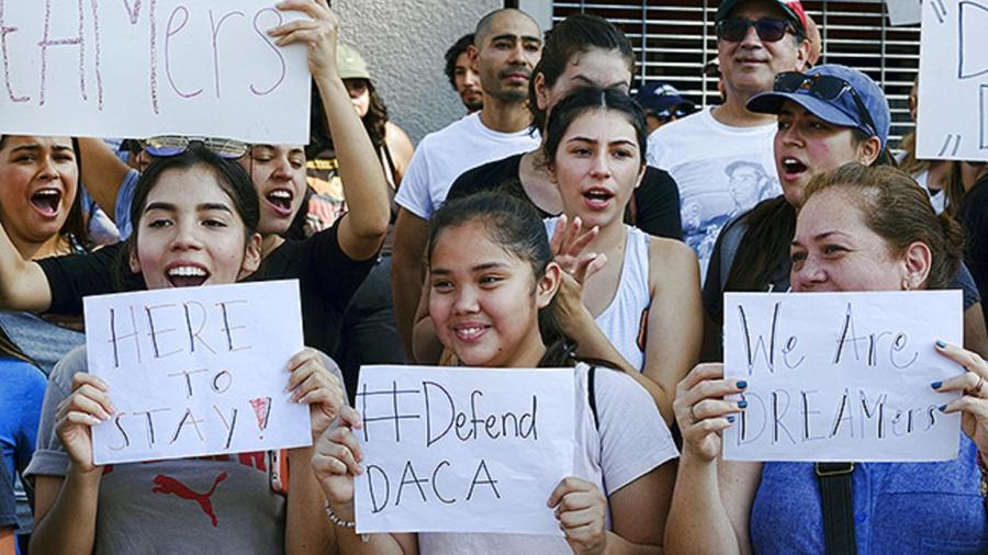 En Dallas Consulado de México ayuda a jóvenes migrantes a renovar DACA
