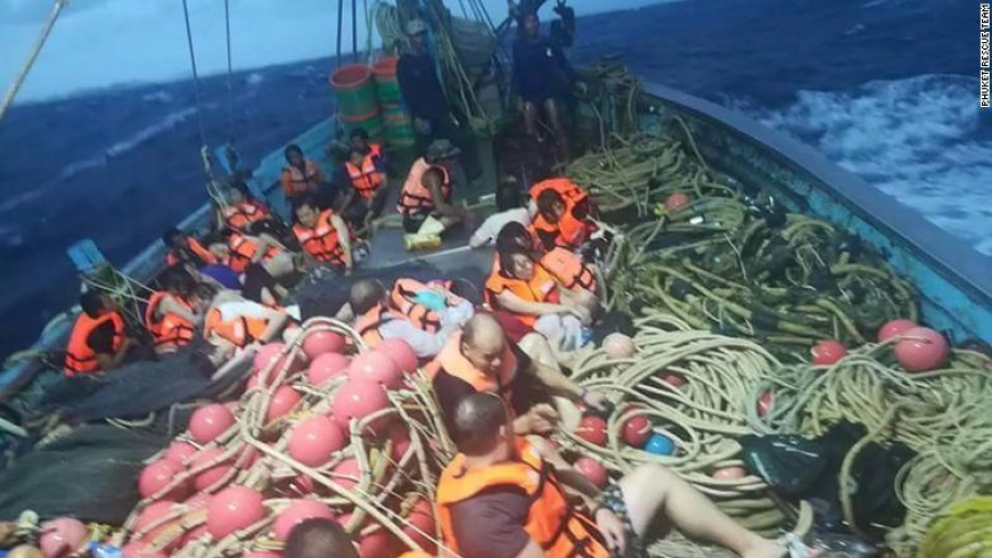 40 muertos y decenas de desaparecidos en choque de barcos en Tailandia
