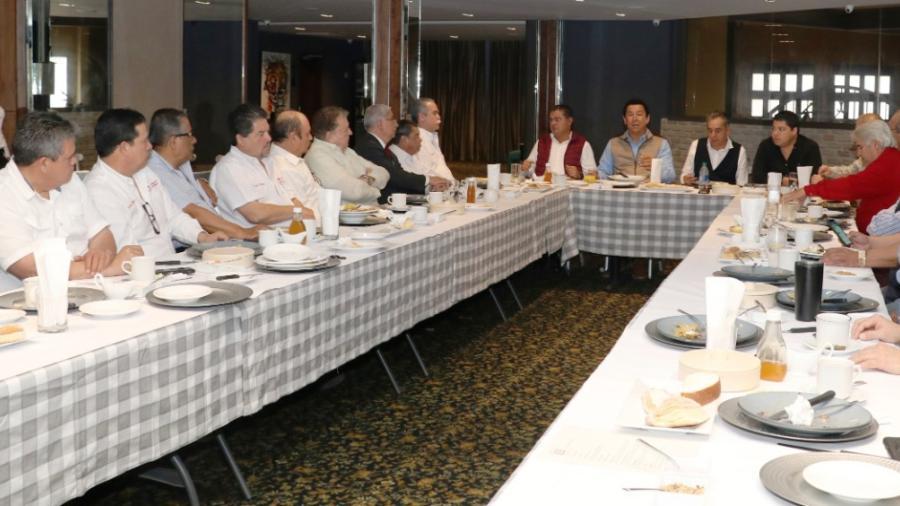 Sumarán esfuerzos alcalde empresarios en gestión de un Centro de Convenciones