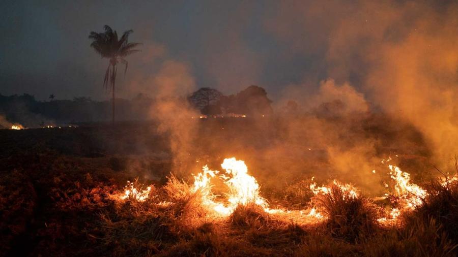 Macron promete movilización global para salvar la Amazonia