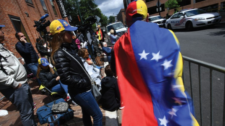 Avanza legislación para protección de venezolanos en EU