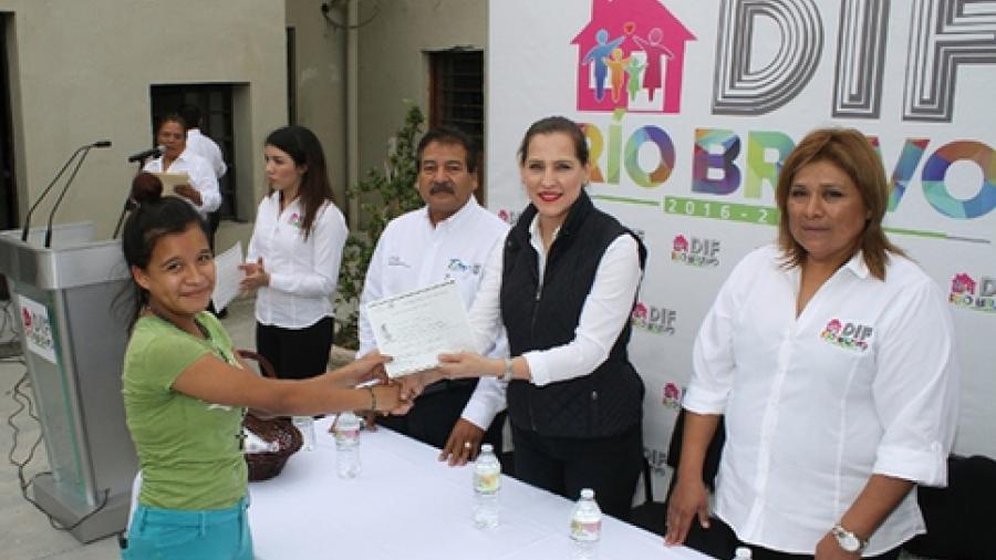 PANNARTI hace entrega de certificados de primaria y secundaria en Rio Bravo