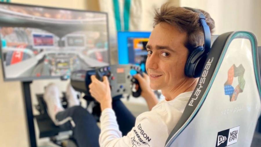 Esteban Gutiérrez entrena con videjuegos de carreras