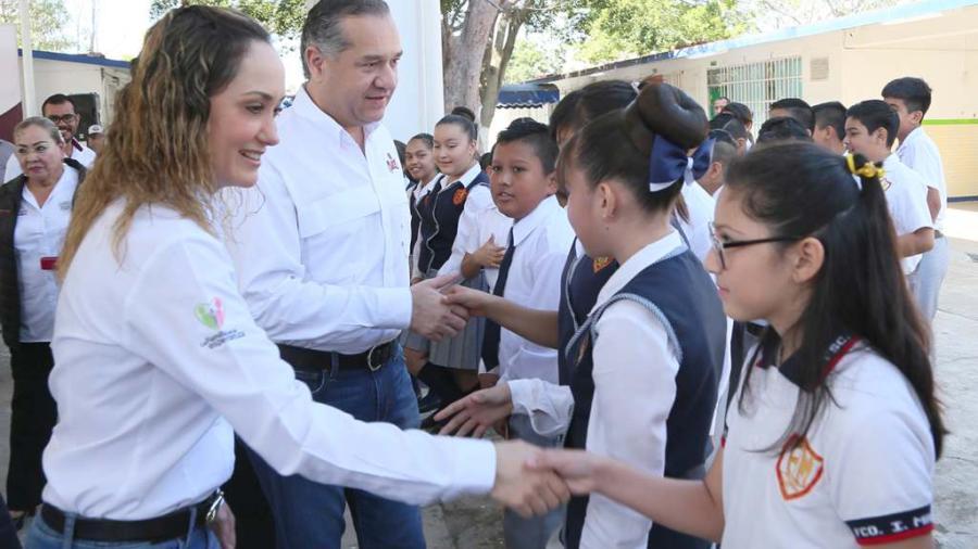 Adrián Oseguera beneficia a más de 800 niños con la entrega de techumbre