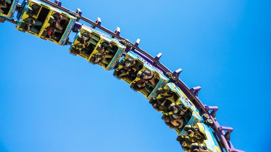 Six Flags reabre sus puertas y los tunden en redes sociales