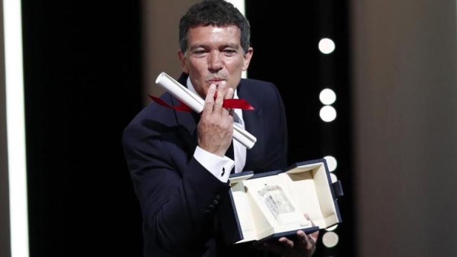 Antonio Banderas es galardonado como mejor actor en Cannes
