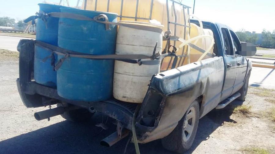 Aseguran camioneta con 600 litros de gasolina ilegal