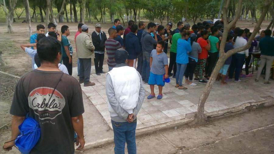 Visita campamento de migrantes personal de la Coordinación Nacional de Protección Civil