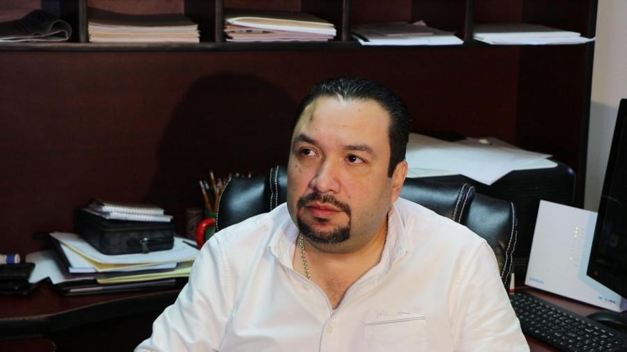 Atiende Secretario del Ayuntamiento a comerciantes de autos