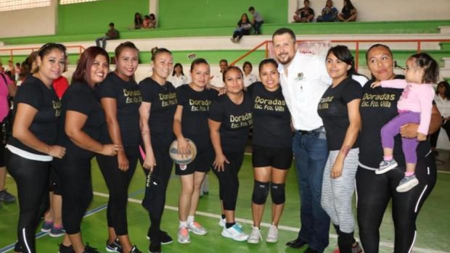 Alcalde protagoniza inauguración de torneo en Río Bravo