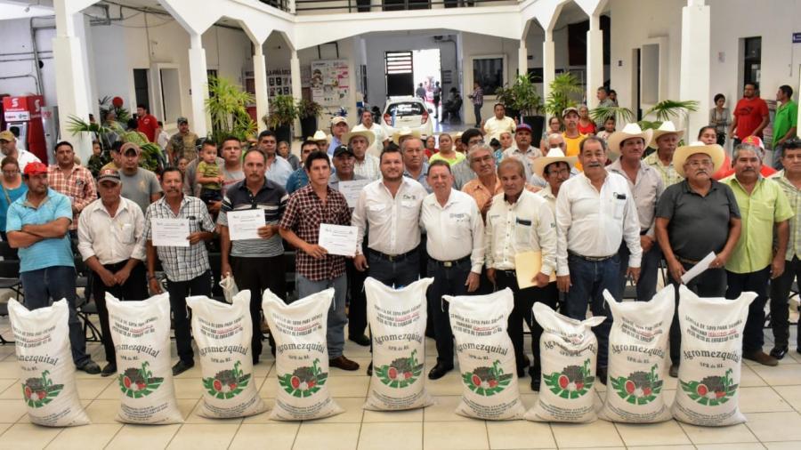Productores de El Mante son beneficiados con la entrega de semilla de soya