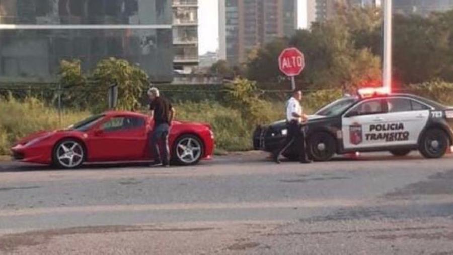Detiene agente de tránsito al 'Tuca' Ferretti en su regreso a Monterrey