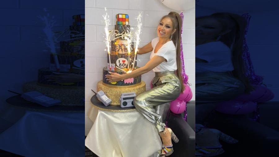 Auch, ¡qué dolor! Thalía se quema con 'velitas' del pastel