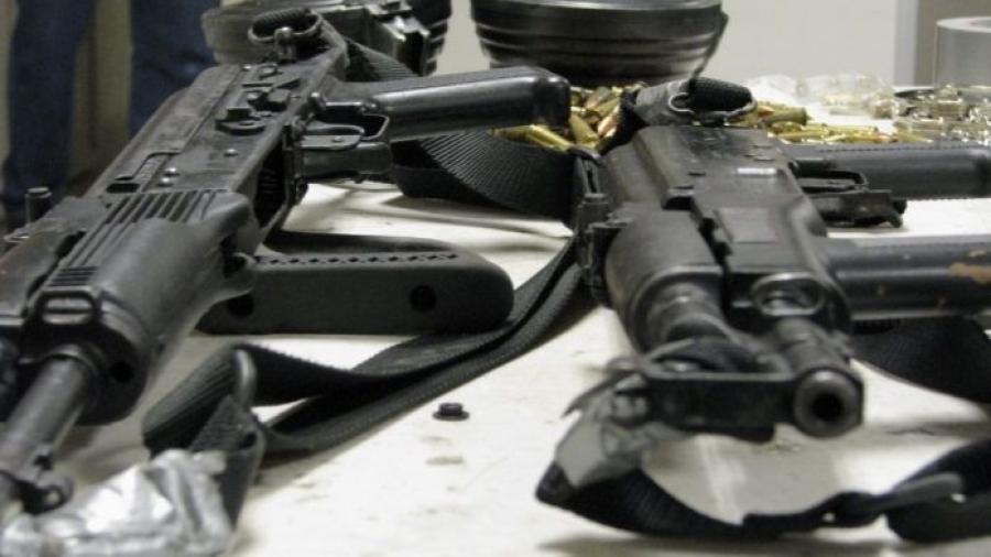 Procesan a ex policías por portación de armas