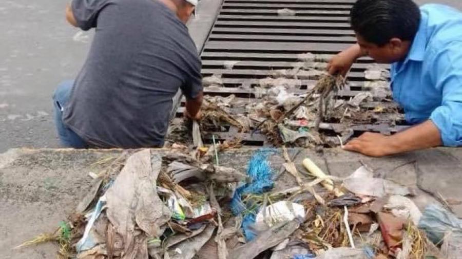Despliega JAD cuadrillas para limpiar alcantarillas