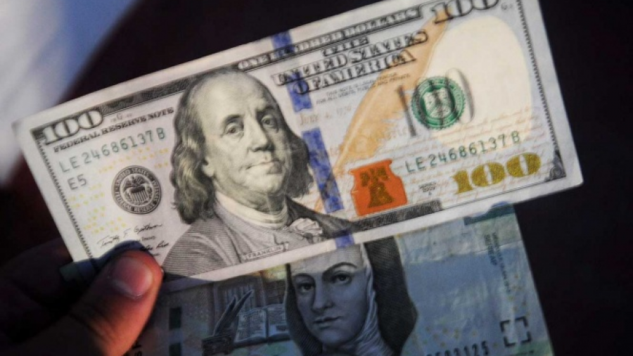 Dólar en $18.87 pesos en AICM a la venta