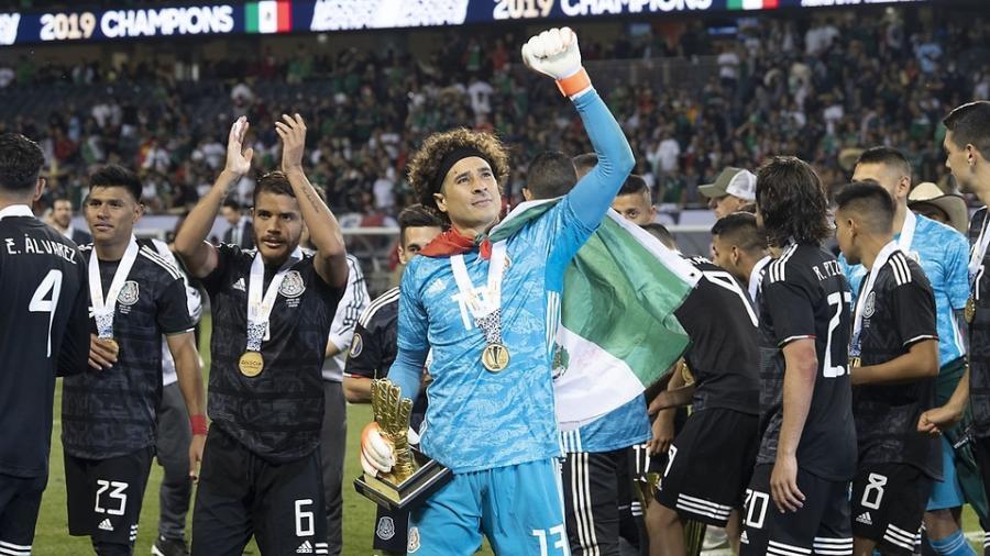 Ochoa anuncia su retiro de la selección