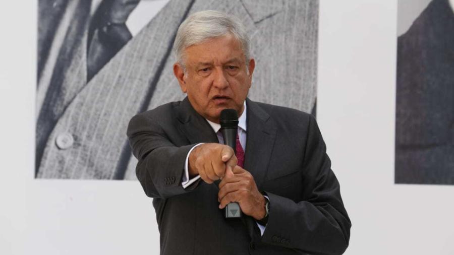 AMLO se deslinda de iniciativa bancaria presentada por Monreal