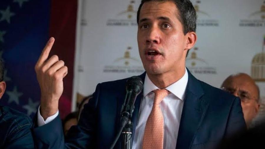 Estoy libre porque Maduro tiene miedo de arrestarme: Guaidó